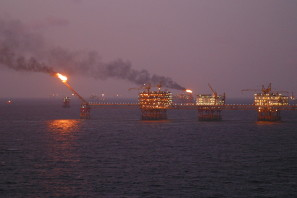264 Oil_rig_offshore_Vietnam